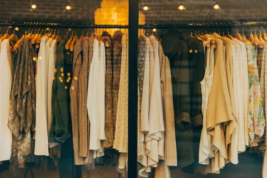 Modne ubrania dla kobiet - gdzie je kupić?